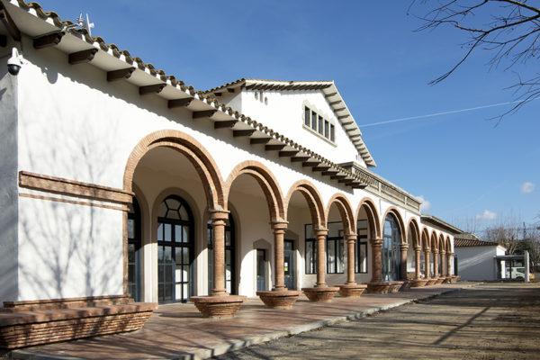 Façana sud de l'edifici noucentista