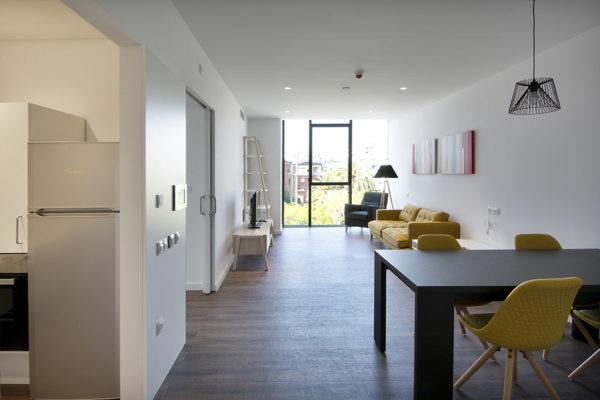 Apartament amb vistes a la plaça